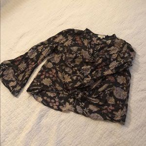 Super cute floral crop top perfect for Fall!